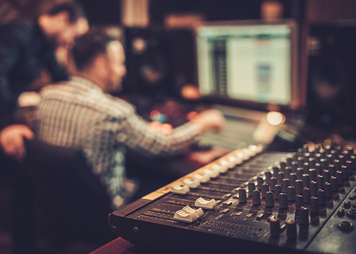 PRODUCTION D'ALBUM EN STUDIO D'ENREGISTREMENT